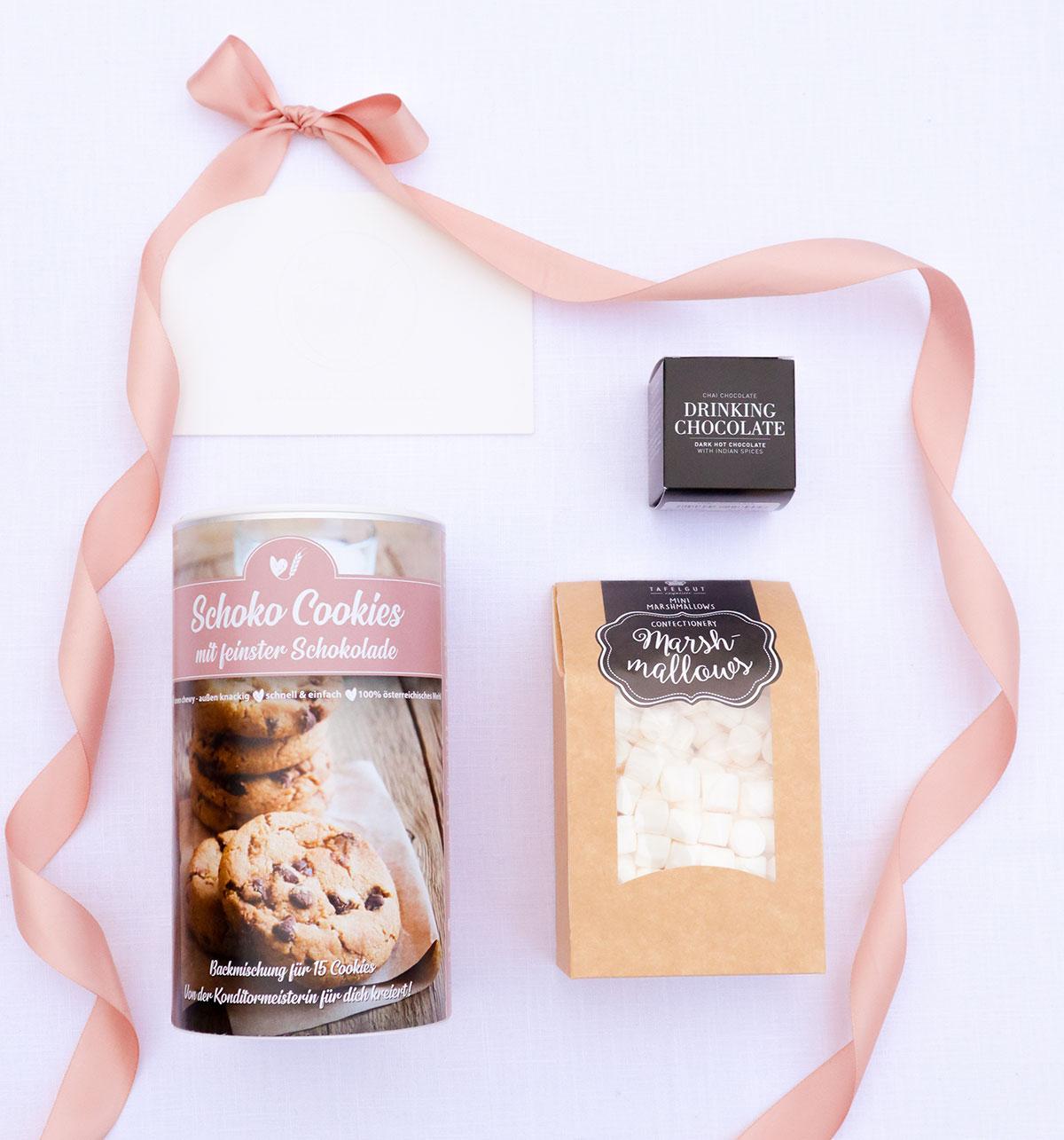 Cookie Box mit Marshmallows und Trinkschokolade
